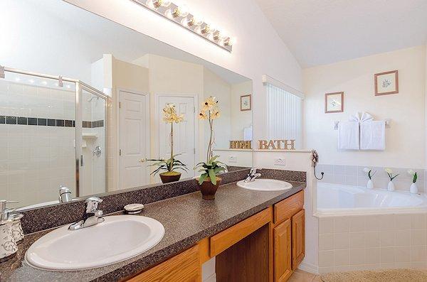 Master En Suite, Large Shower and Corner Tub