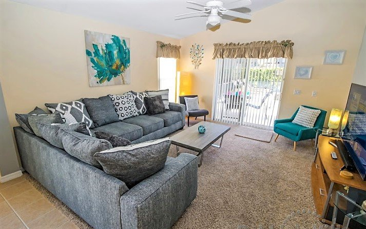 """Family Room with 65"""" Cable TV (Netflix enabled)"""
